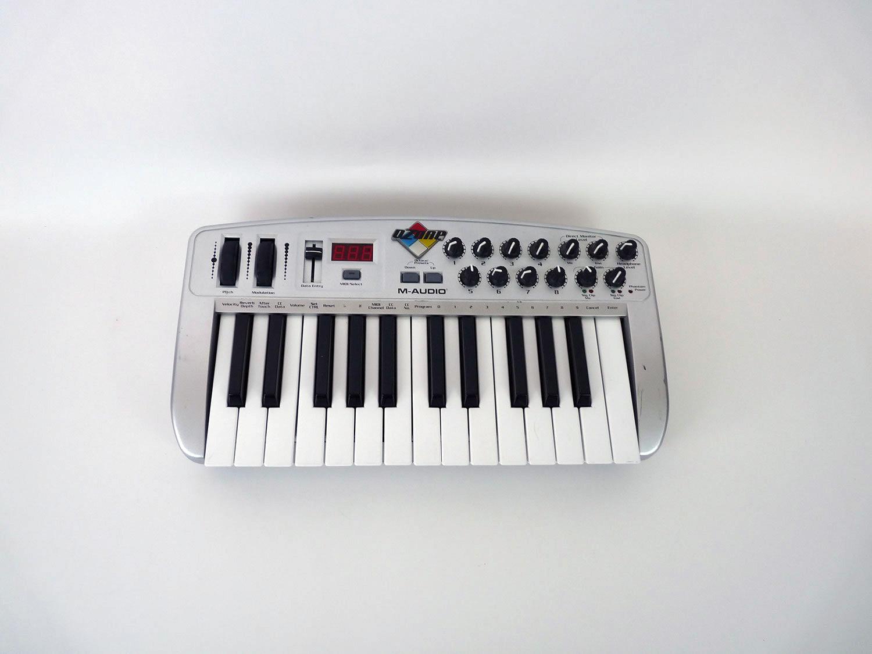 m audio ozone midi keyboard 2 octaves used condition junksave. Black Bedroom Furniture Sets. Home Design Ideas