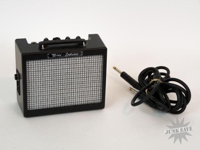 Fender MD-20 Mini-Deluxe 1 Watt Guitar Amplifier Battery Powered
